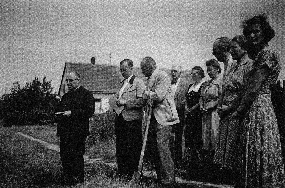 Geistlicher Segen zur Bauplatzeinweihung, 1952